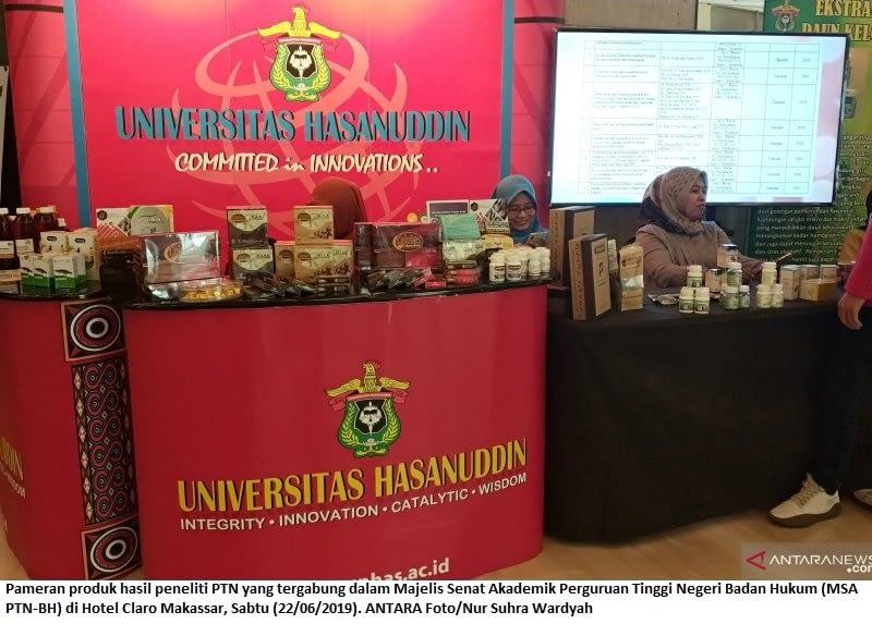 Pameran produk hasil peneliti PTN yang tergabung dalam Majelis Senat Akademik Perguruan Tinggi Negeri Badan Hukum (MSA PTN-BH) di Hotel Claro Makassar, Sabtu (22/06/2019). ANTARA Foto/Nur Suhra Wardyah